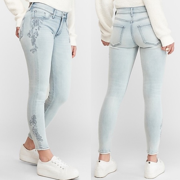 Express NWOT Mid Rise Embroidered Jean SHORT